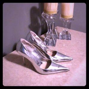 Silver pumps 💕